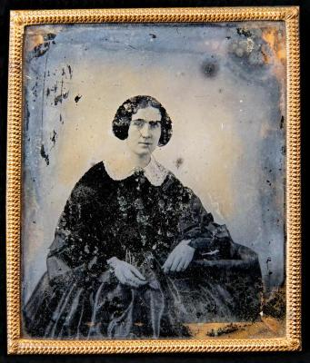Photo - Ambrotype of unknown woman