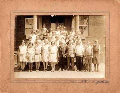 Photo of Broad Brook School Grade 7, taken 1928.