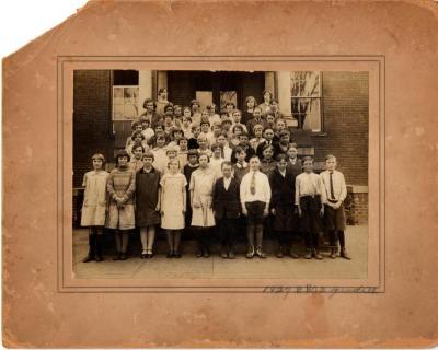 Photo of Broad Brook School Grade 6 taken May 17, 1926.