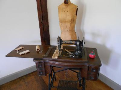 Sewing Machine, White treadle