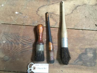 3 brushes of various sizes