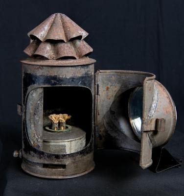 Lantern, refracting tin buggy lamp